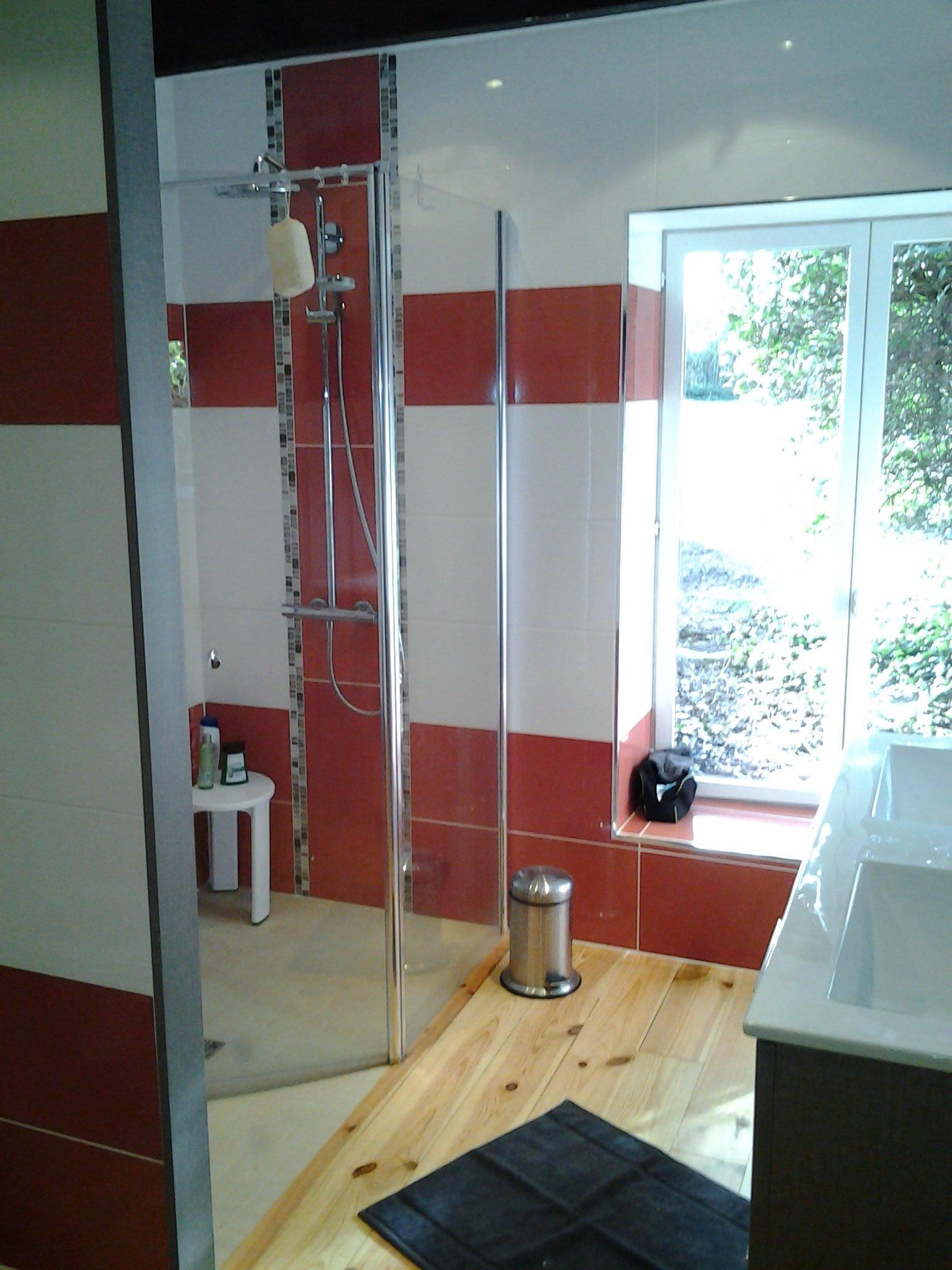 Salle De Bain Rouge Et Blanc fabrice barp | réalisations de salle de bains et cuisines