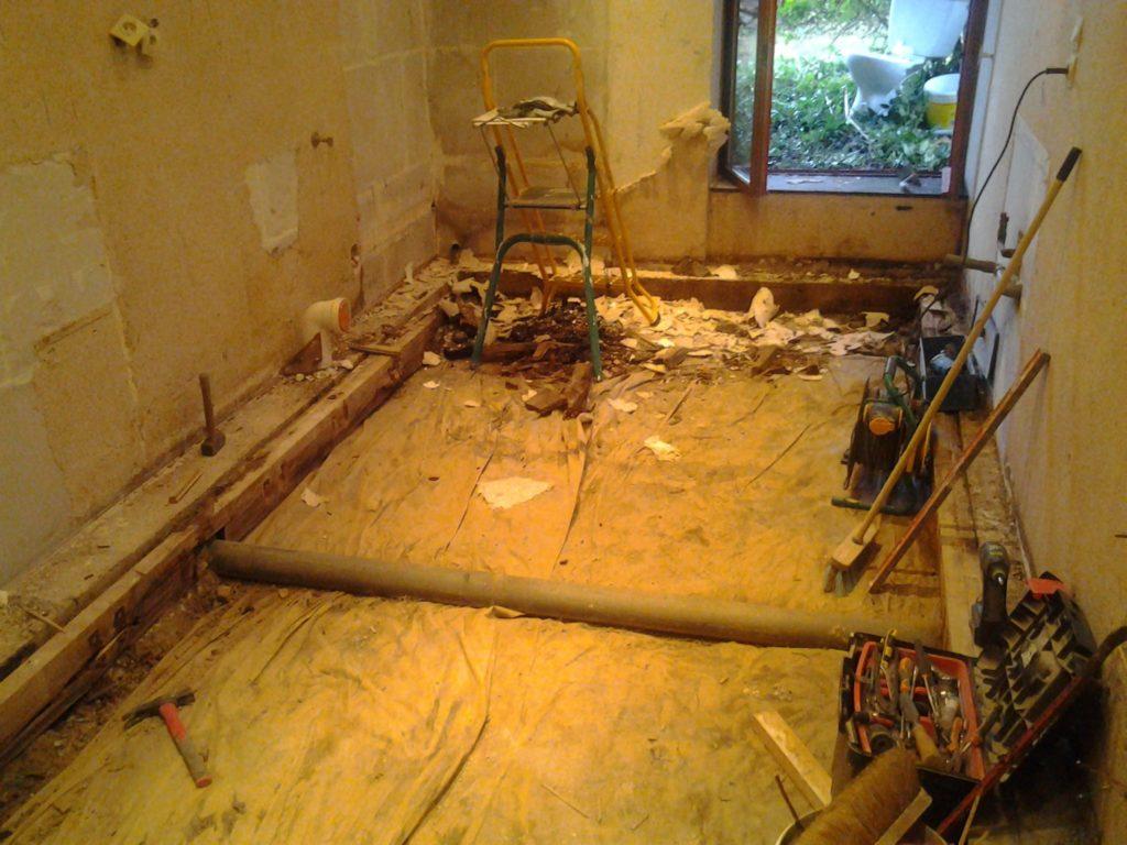 10-avant-renovaiton-salle-de-bain-douche-rouge-blanc-meillac